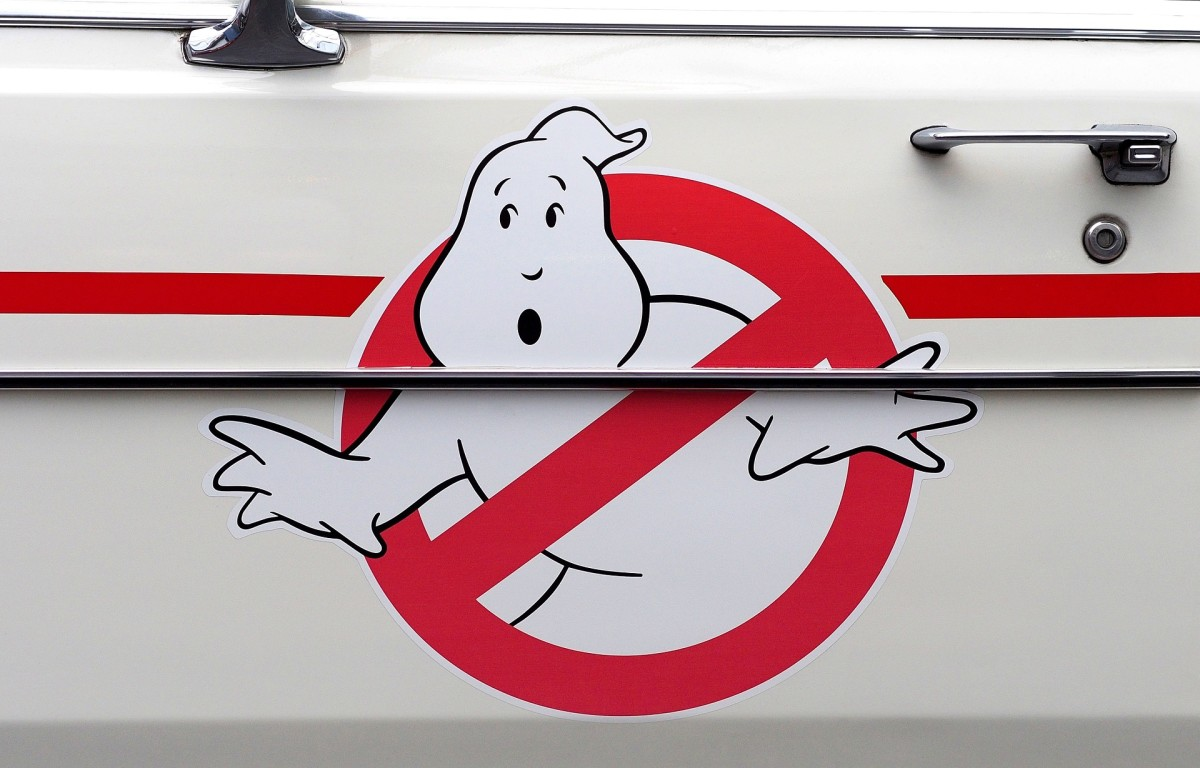The Ghostbusters logo picture represents the fact that the Ghost Catchers episode is a parody of the Ghostbusters movies.