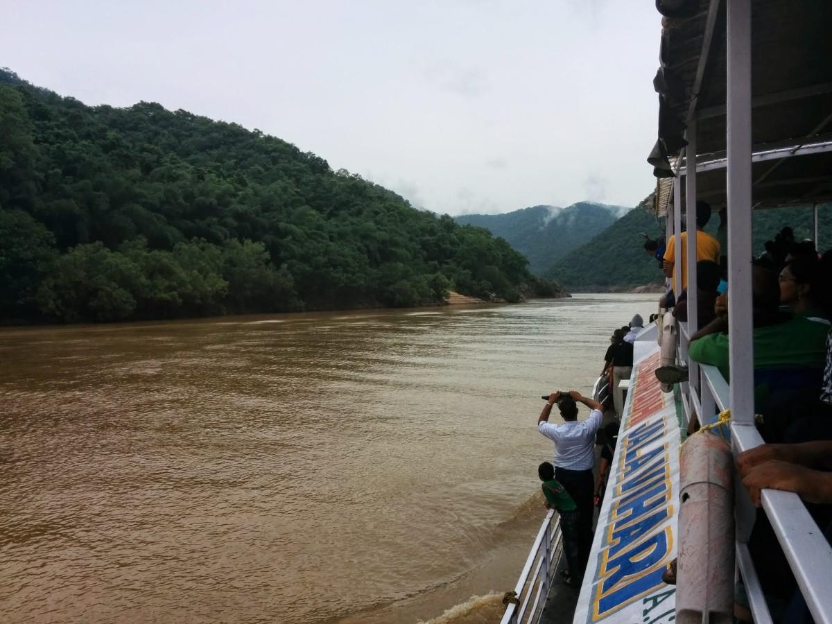 Their boat heading towards Papi Hills