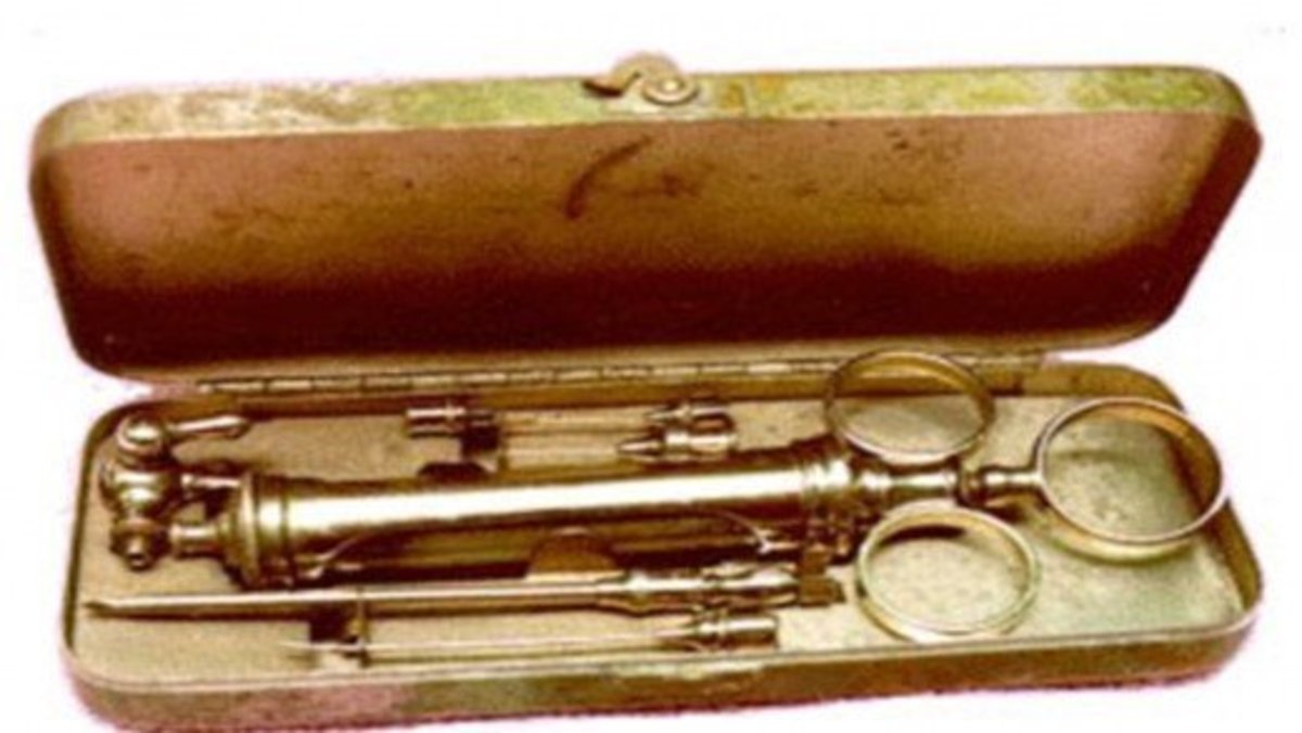 An early hypodermic syringe kit.