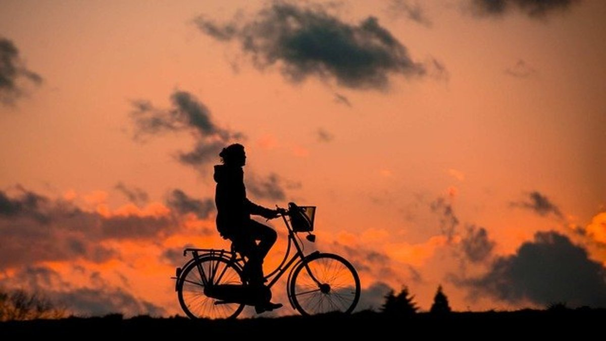 A person rides a cycle in the morning.