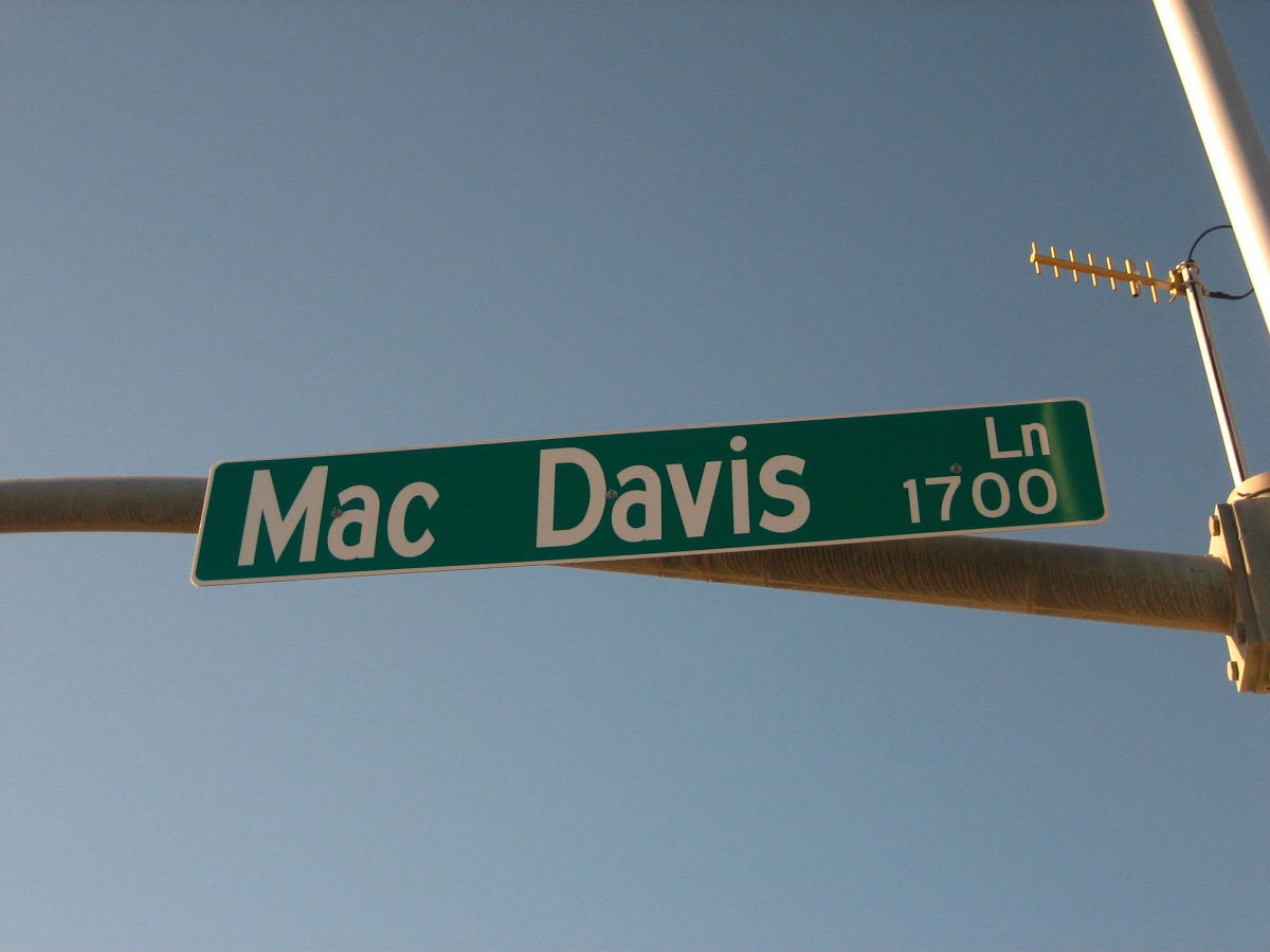 songs-with-hook-in-title-a-tribute-to-mac-davis
