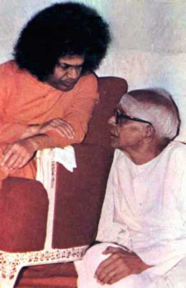 Swami sharing an intimate moment with Sri Kasturi