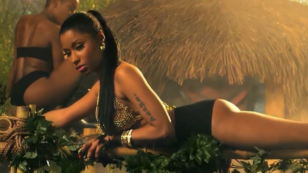 Nicki Minaj showed off her amazing gift none other that her astounding butt, in the music video and made the world go crazy while watching it.