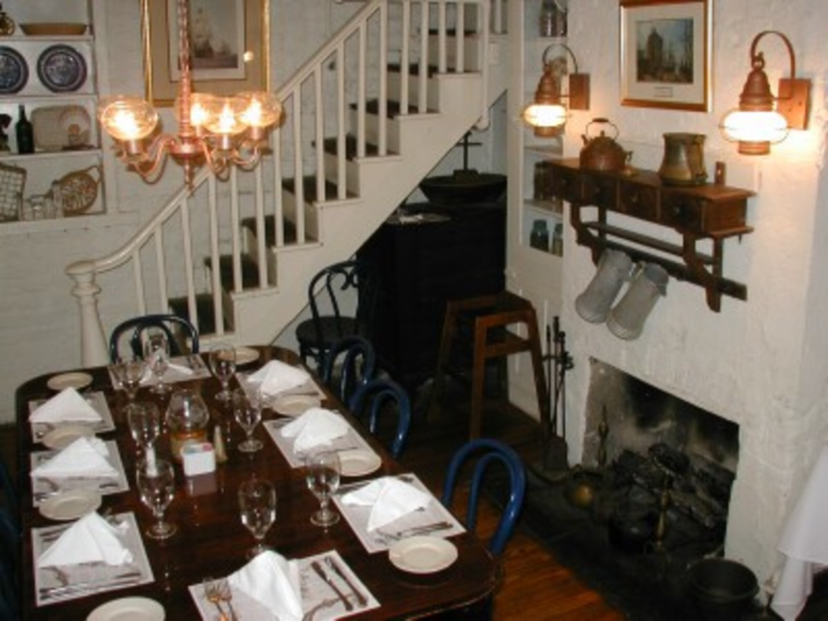 The Dinning Room Inside The Pirates House.