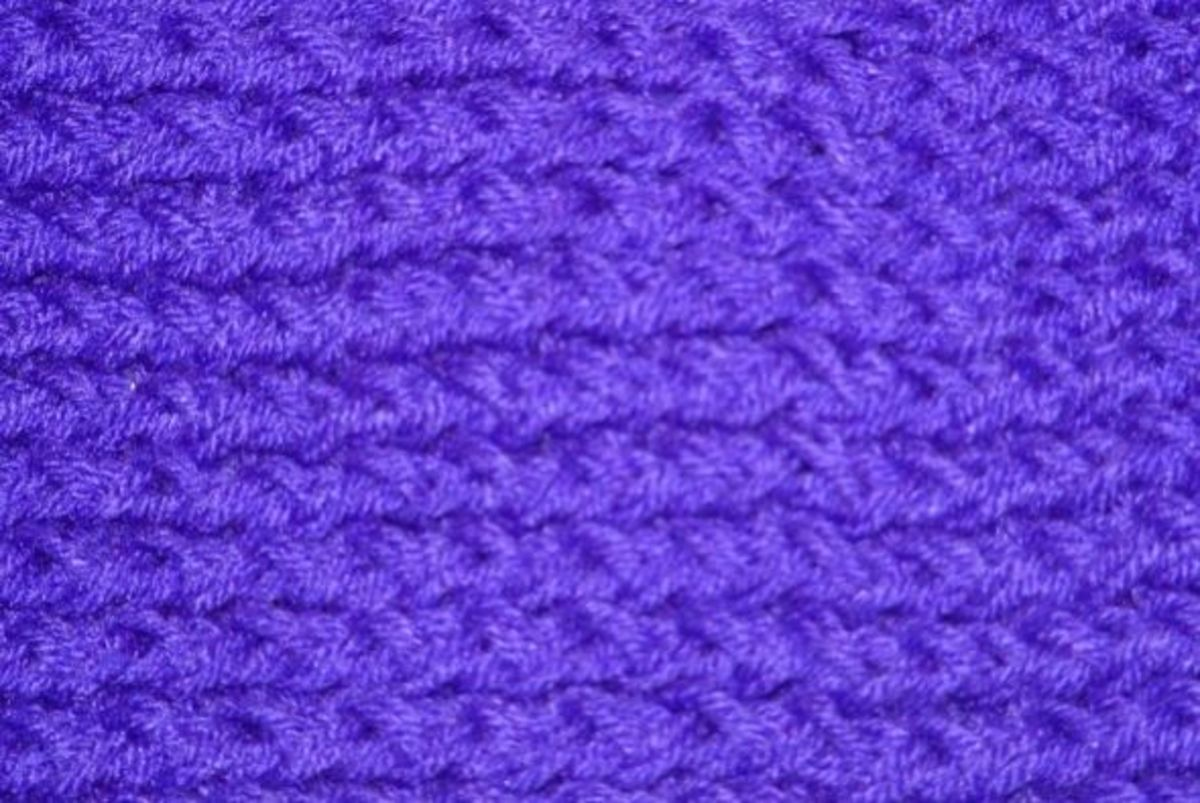 Close-up of the figure 8 knit wrapped using 2 strands of yarn as 1.