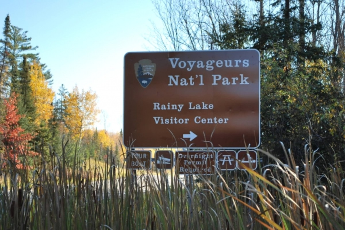 Turn here to visit the Voyageurs National Park Rainy Lake Visitor Center.