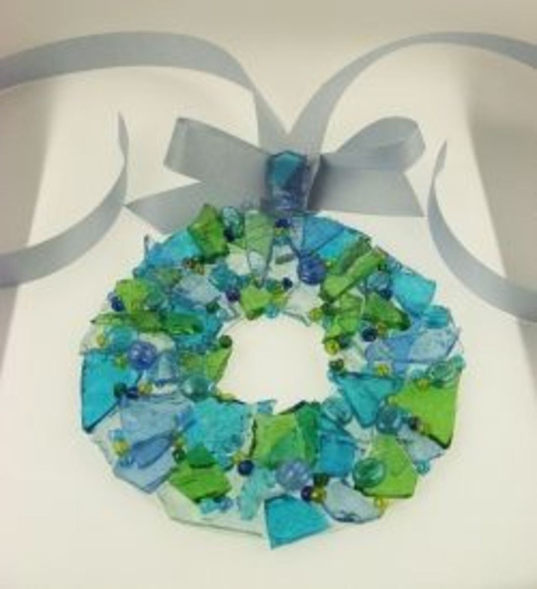 how-to-make-a-stained-glass-wreath-ornament