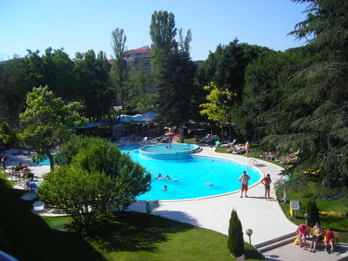 empty-swimming-pool