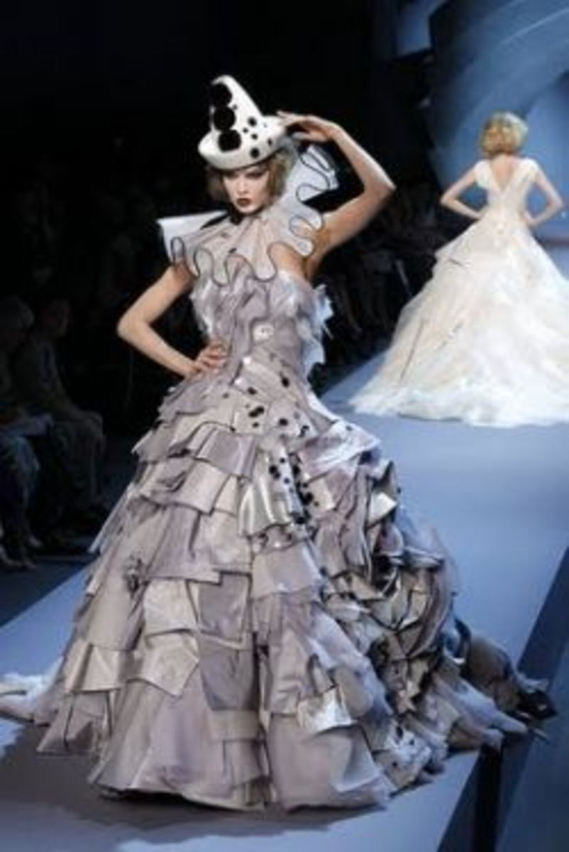 Christian Dior 2001 (image borrowed from Fashion and Action blog)