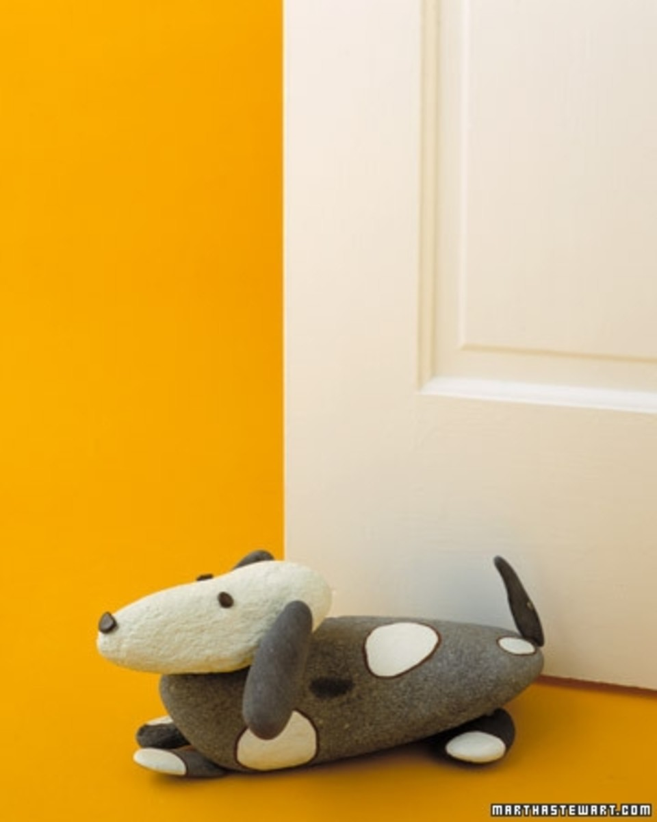 Dog rock doorstop.