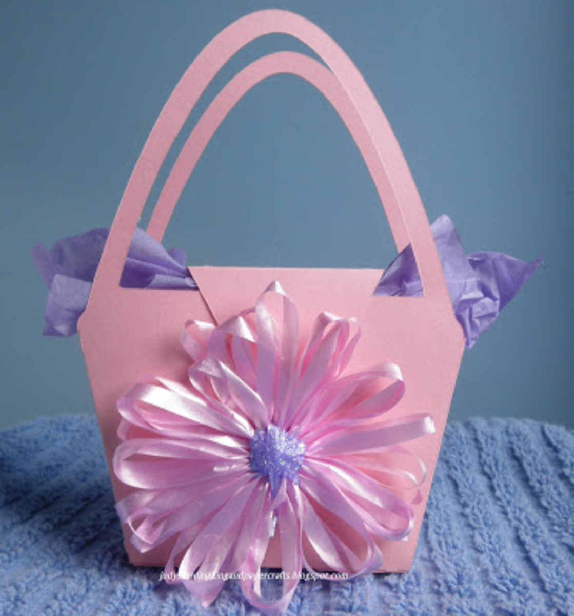 Spring paper basket with loomed ribbon flower from Judy