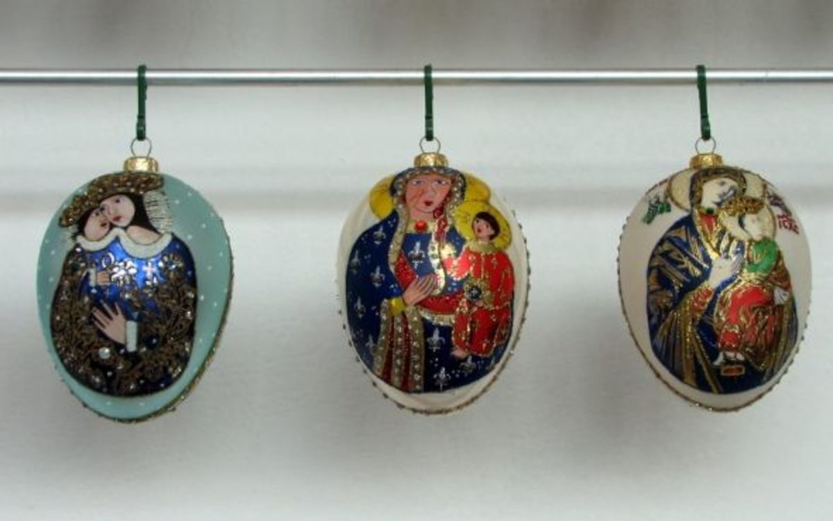 Polish Representations on Egg-style Ornaments of the Virgin Mary with Christ Child