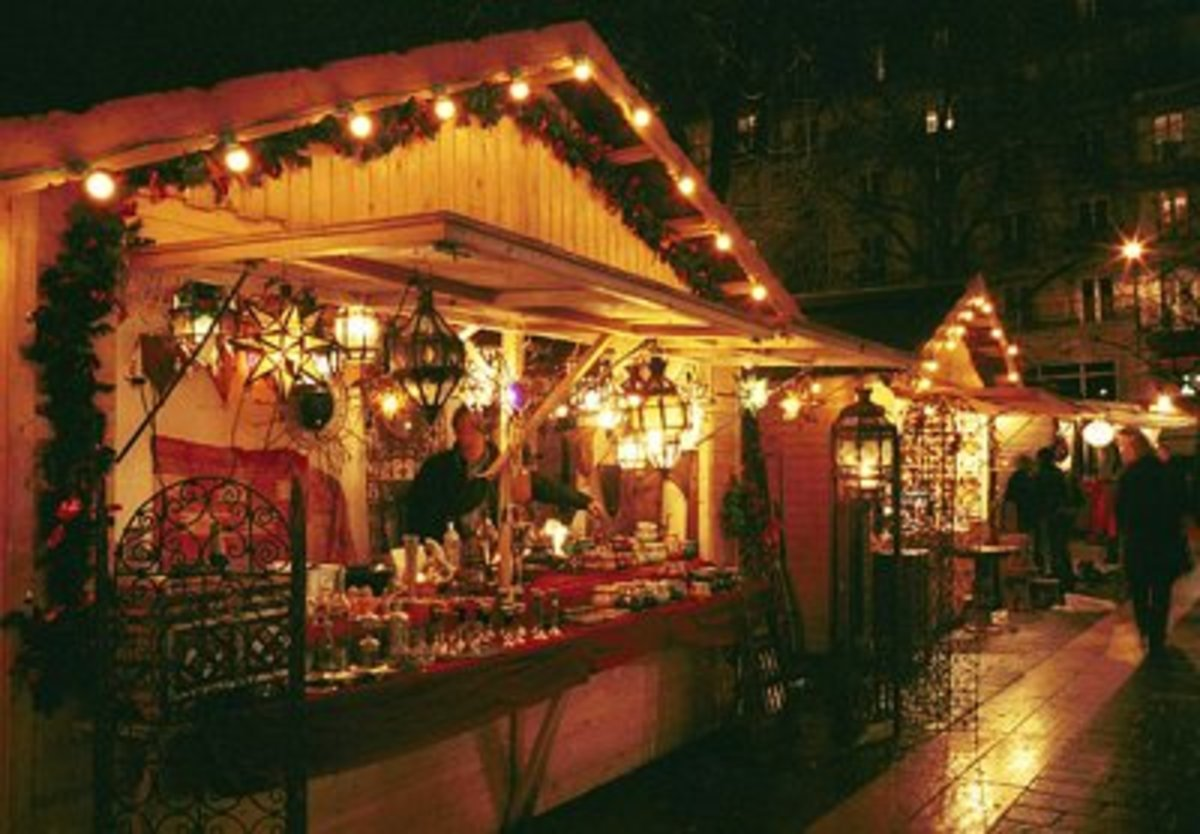 Christmas Market in Krakow: A wide variety of Christmas ornaments