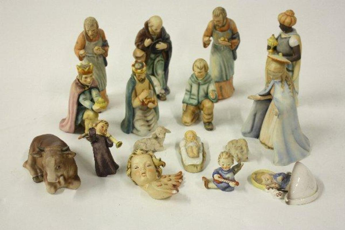 beautiful Hummel Nativity Set in soft pastels