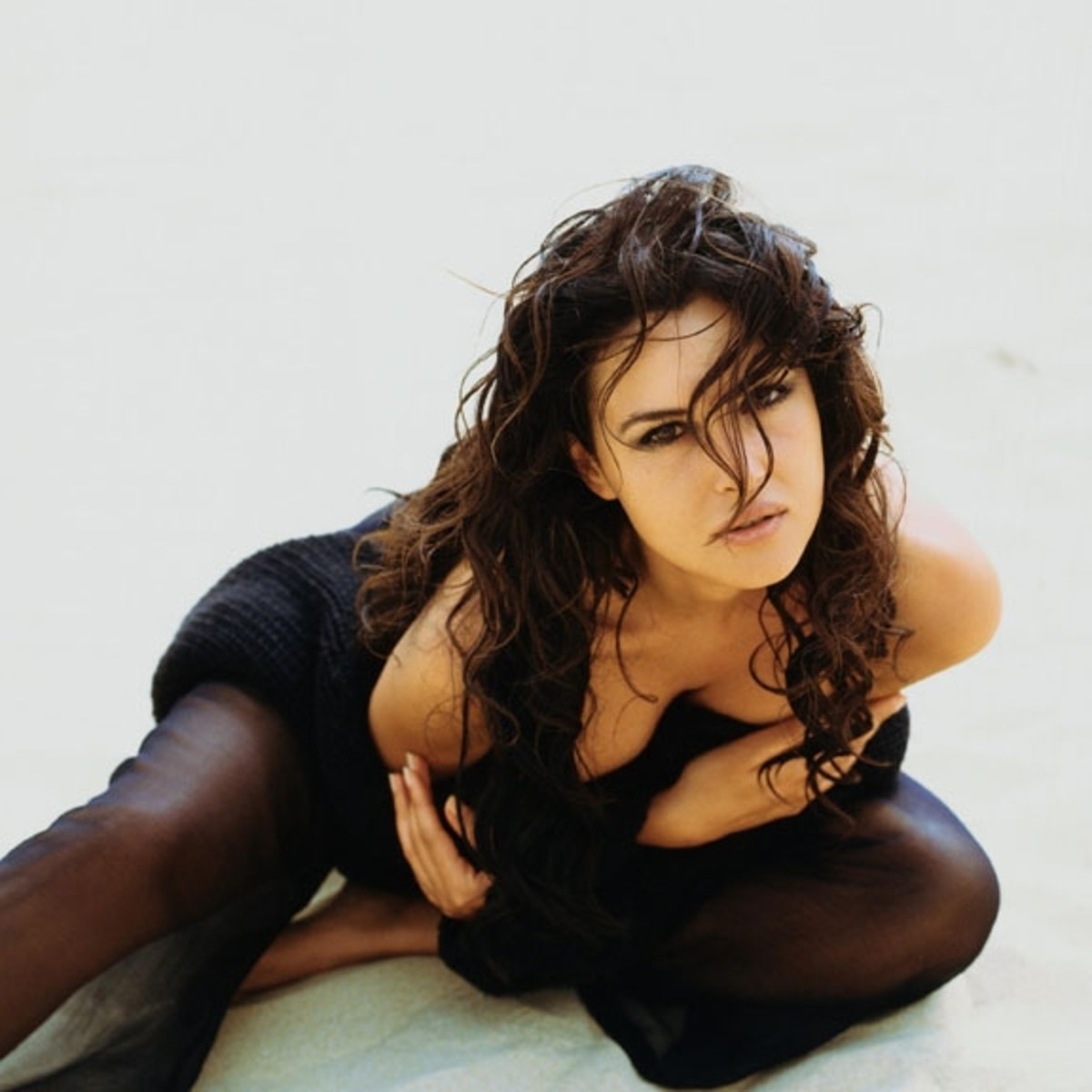 monica-bellucci-sexy-cleavage