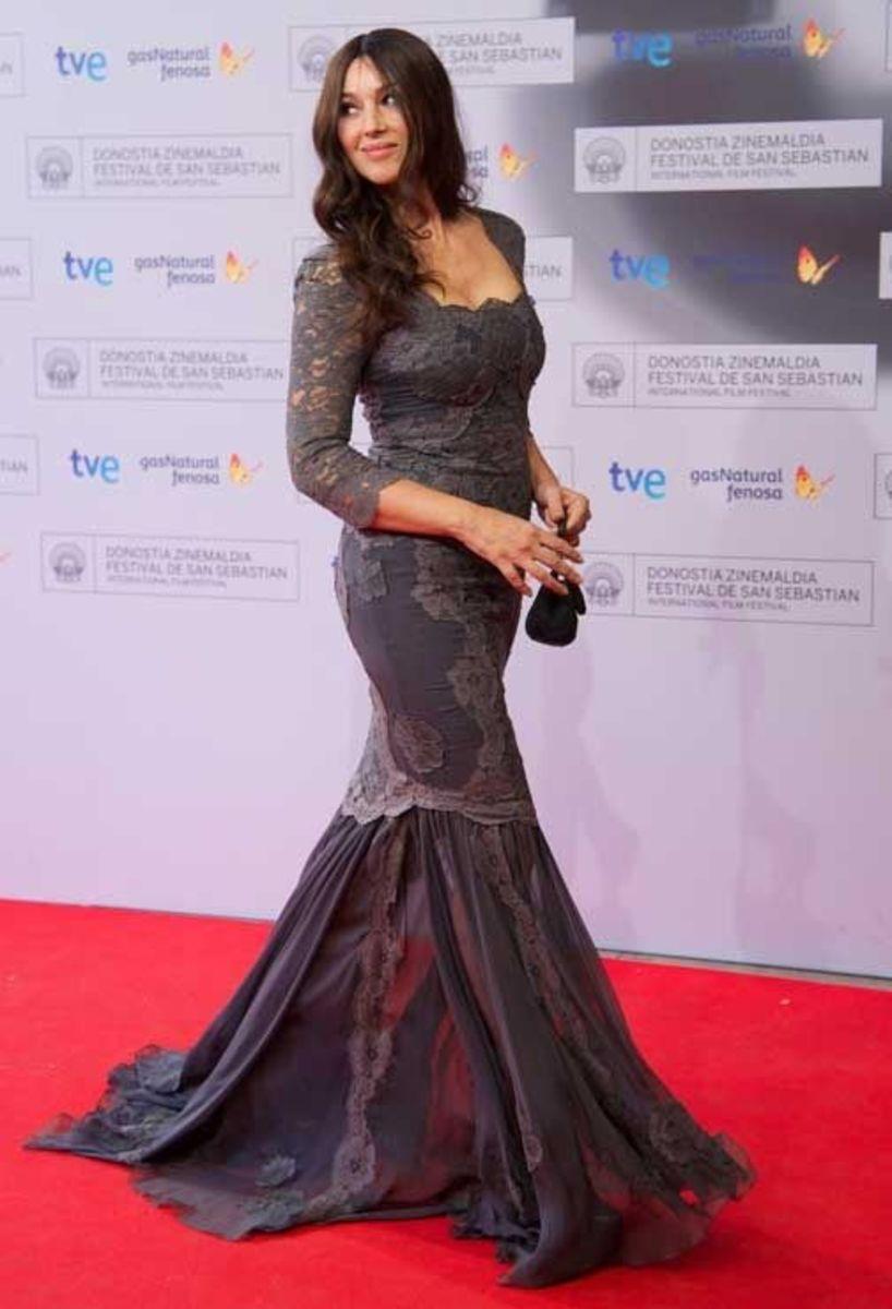 monica-bellucci-in-tight-sexy-dress