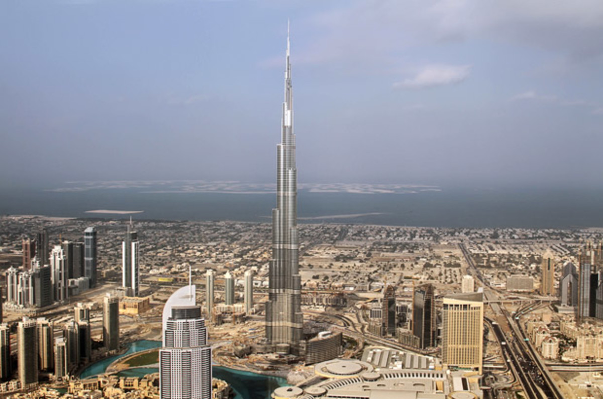 Must Visit Places in Dubai - Burj Khalifa and Dubai Mall