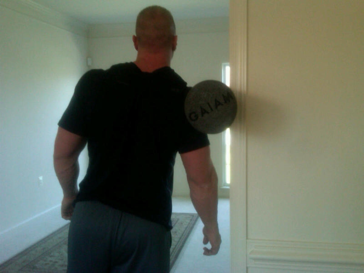 Delts roll - standing