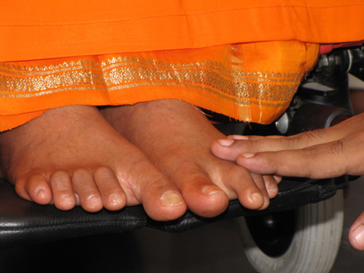 Sathya Sai Padambujam, Bhajare Manasa Nirantaram (Thanks to my friend for having taken this image of my hand on His feet)