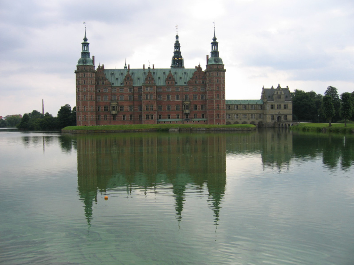Fredriksborg Palace (1602-20)  Denmark Influenced by Flemish architecture and inspired by French castles.  Notice the high gables.