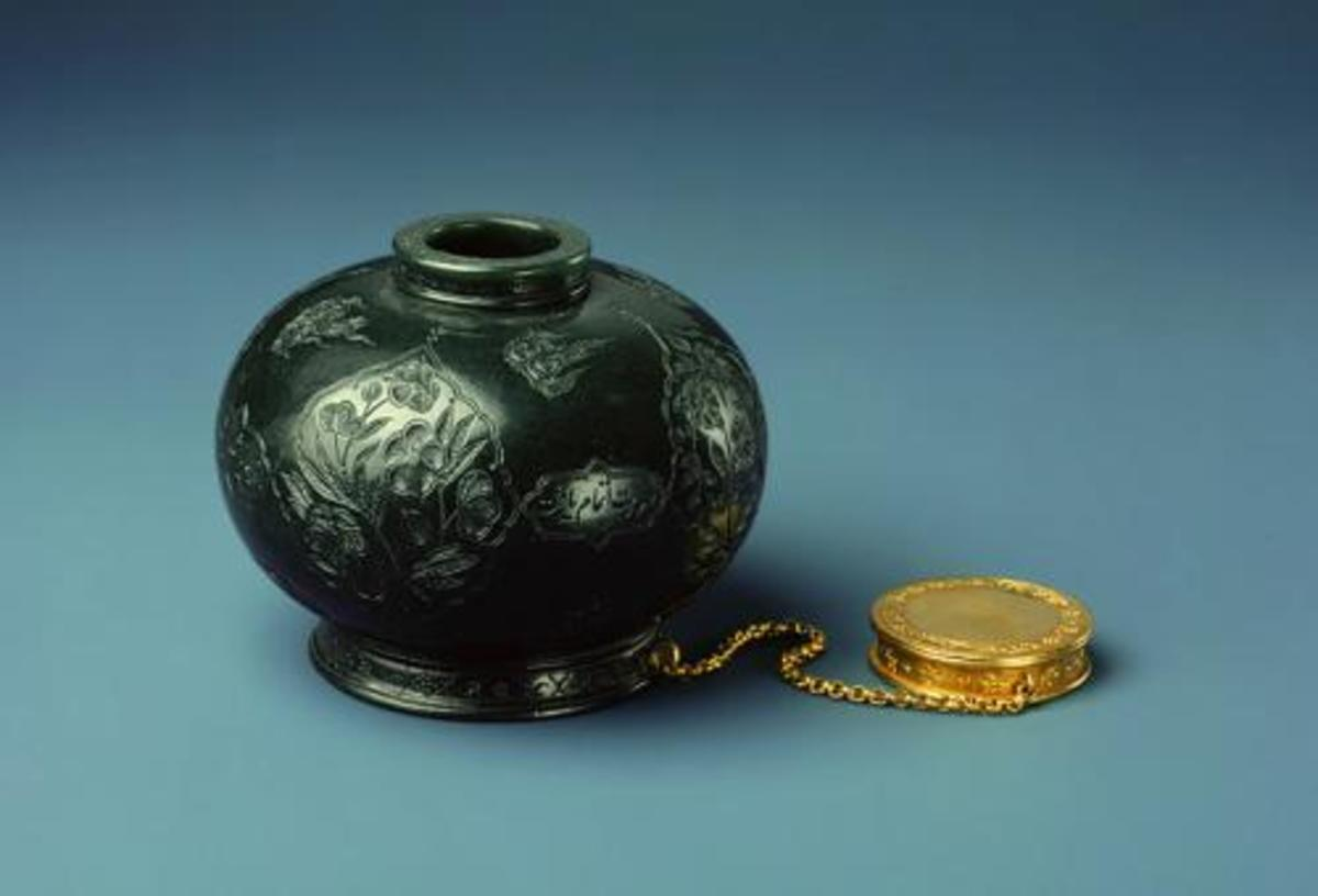 A Mughal emperor's Jade inkwell from India