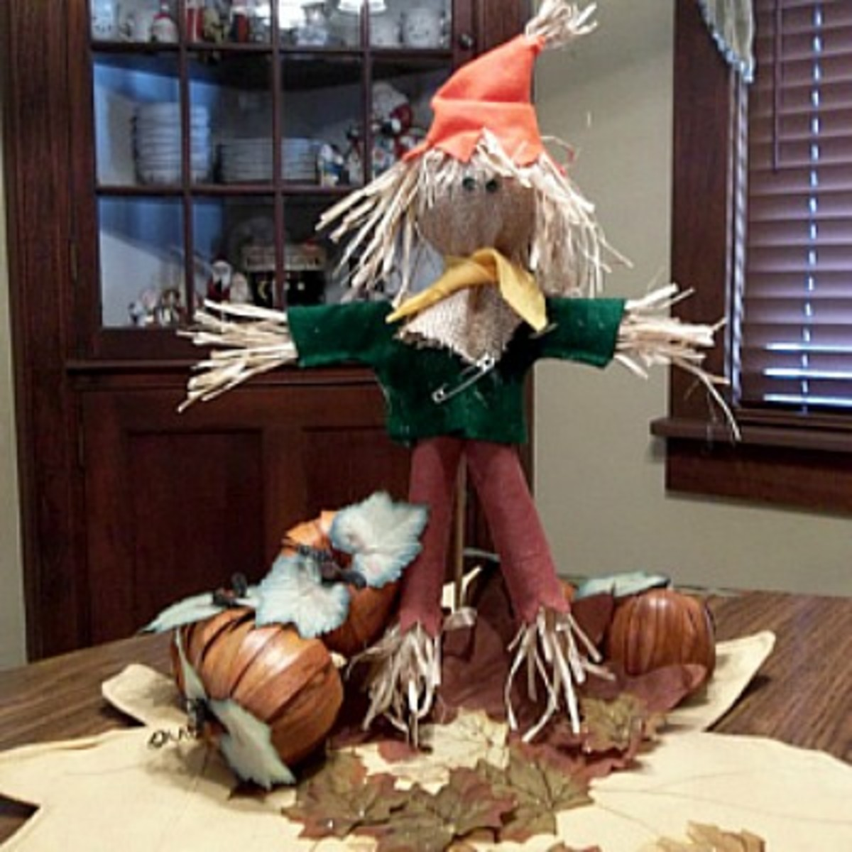 simple-scarecrow-centerpiece