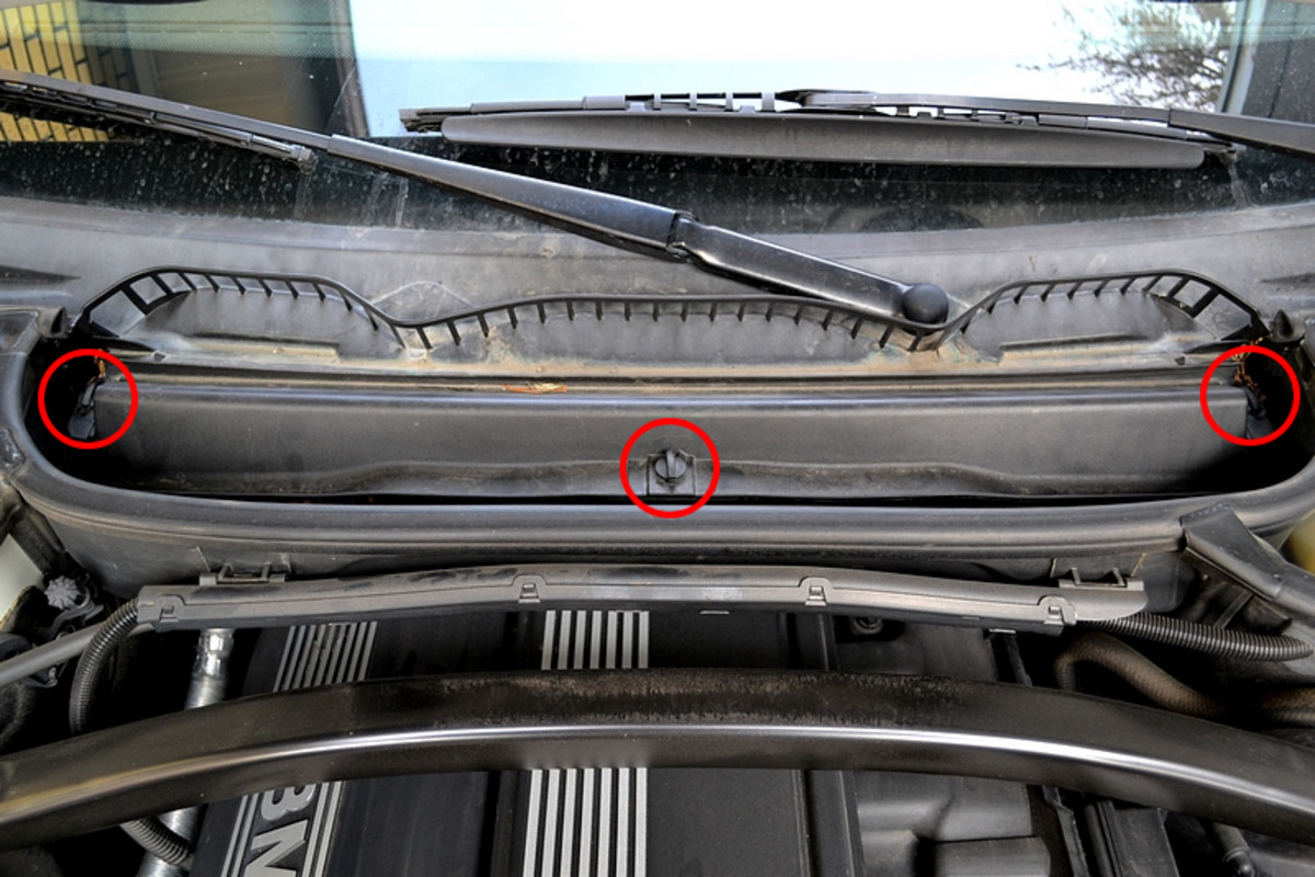 2006 Bmw X5 Fuse Box Location also Bmw E90 Fuse Box Cigarette Lighter as well E46 Transmission Control Module Location besides Watch together with Replace. on fuse box location 2007 bmw x3