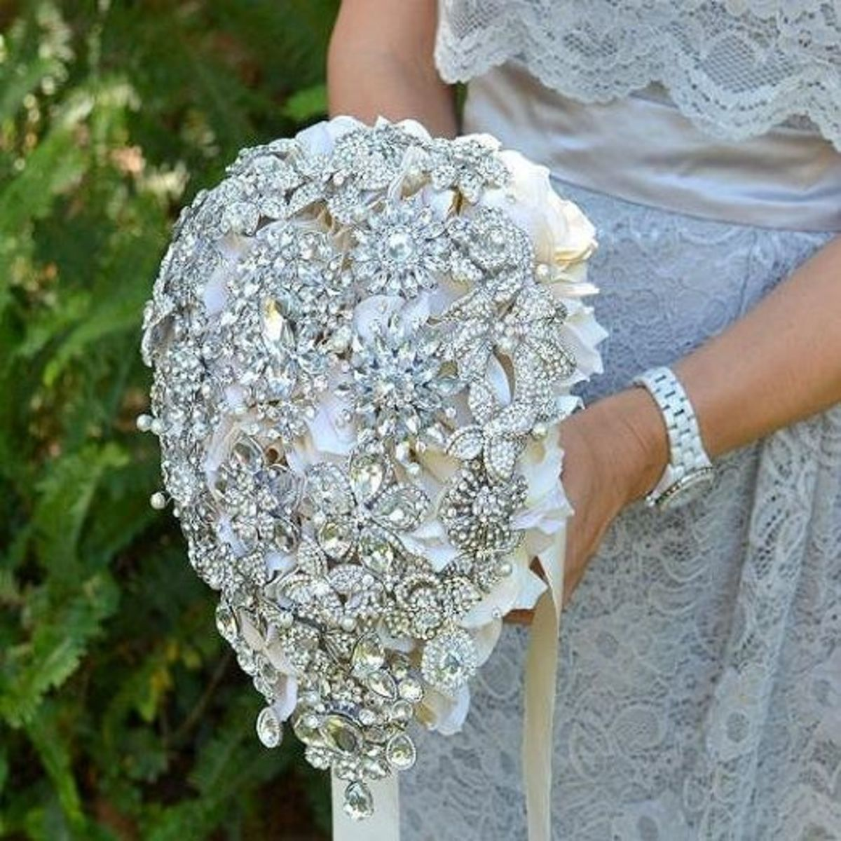 Vintage jewelry brooch bouquet by Noaki