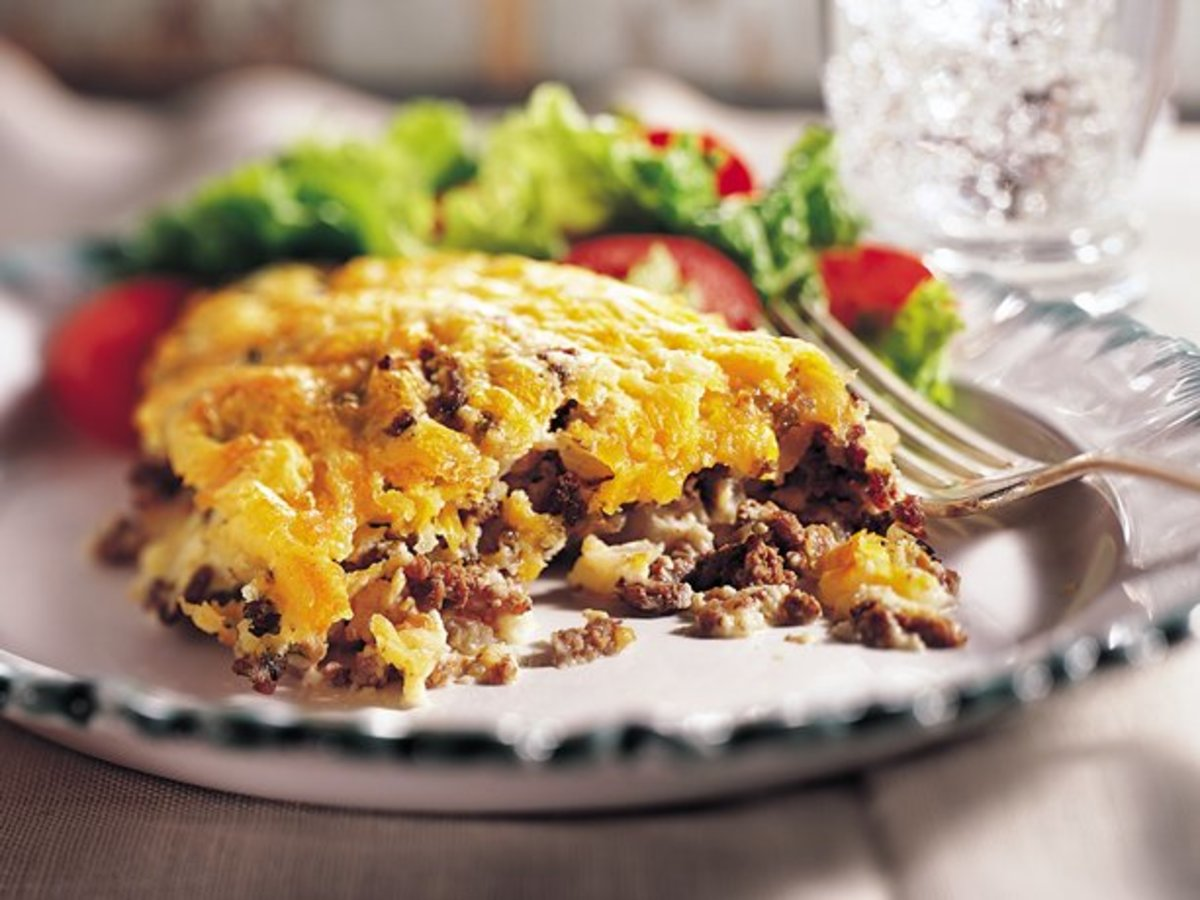 Here's a delicious cheeseburger pie that I guarantee you that you'll love. It's easy to make which is another big plus.