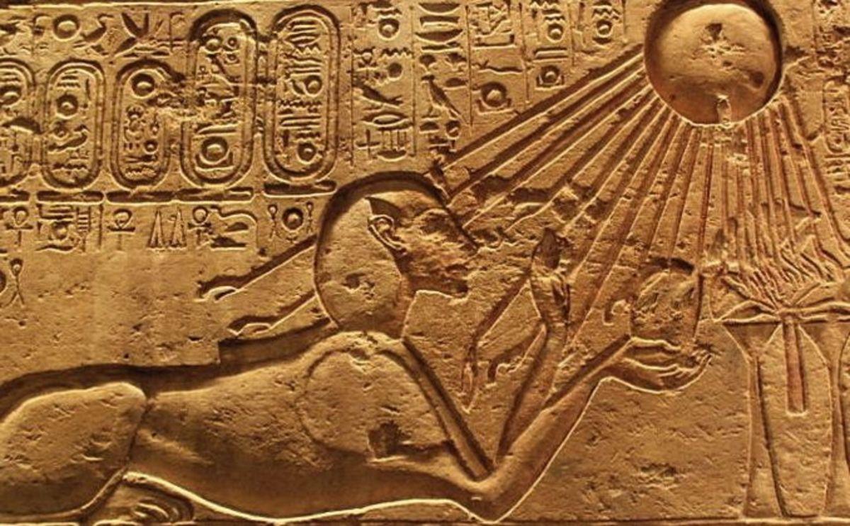 Akhenaten as a spyhnx, bathed in Aten's rays