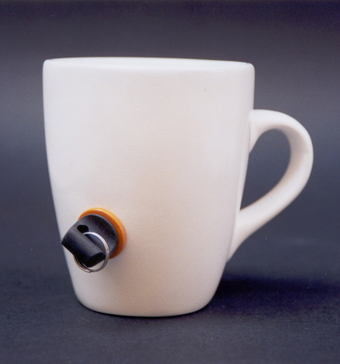The Lock Cup designed by  Efrat Gommeh. Stop others from stealing your cup at coffee time!!