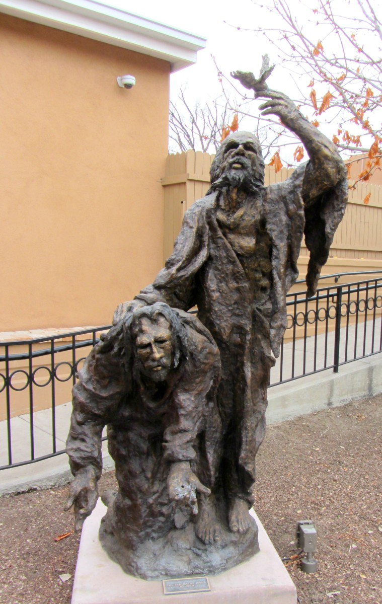 Statue of John baptizing Jesus