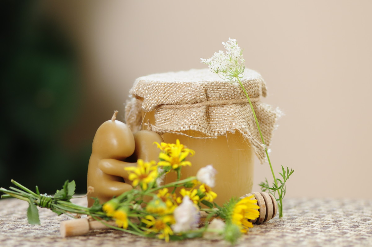 Both honey and roman chamomile can help to remedy mouth ulcers and cold sores.