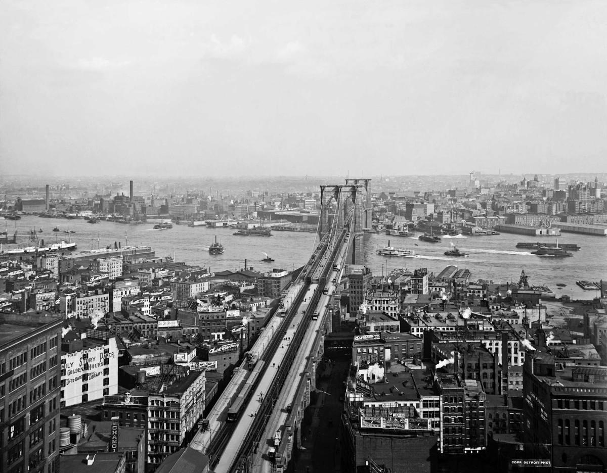 East River and Brooklyn Bridge, New York, 1900-1906.