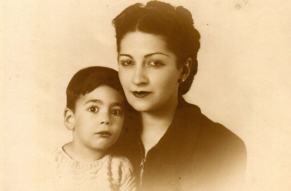 Llosa as a child with his mother.
