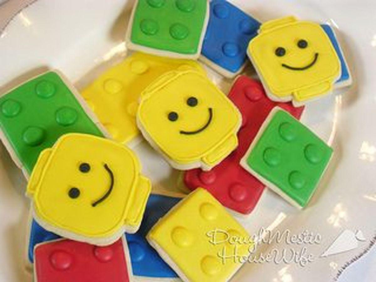 Lego Minifigure heads and brick cookies
