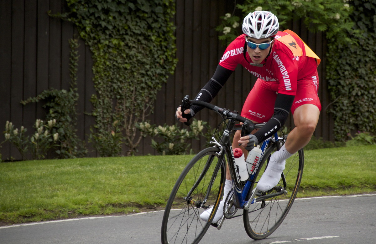 A cyclist hitting a tight turn. Is his arousal level related to his performance?