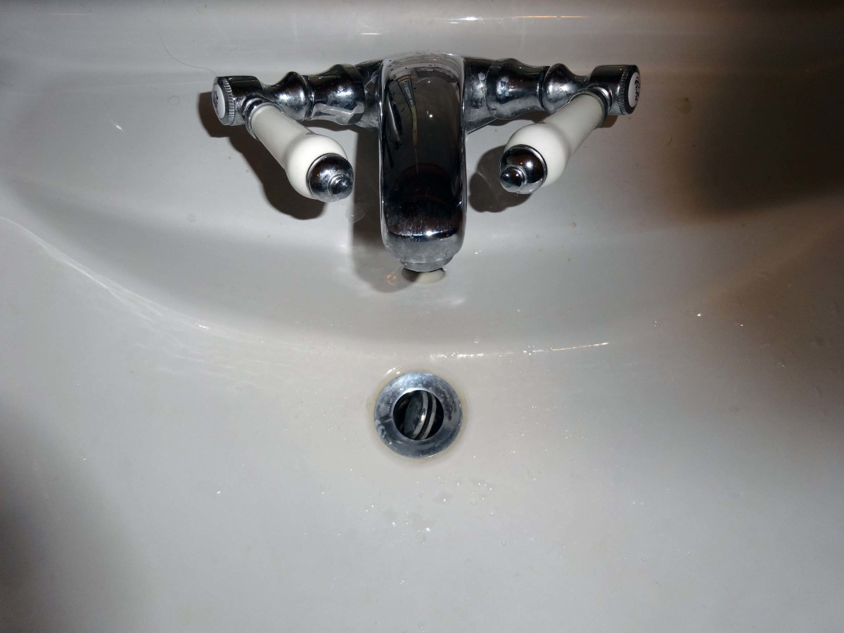 Flip waste fitted to the new sink.