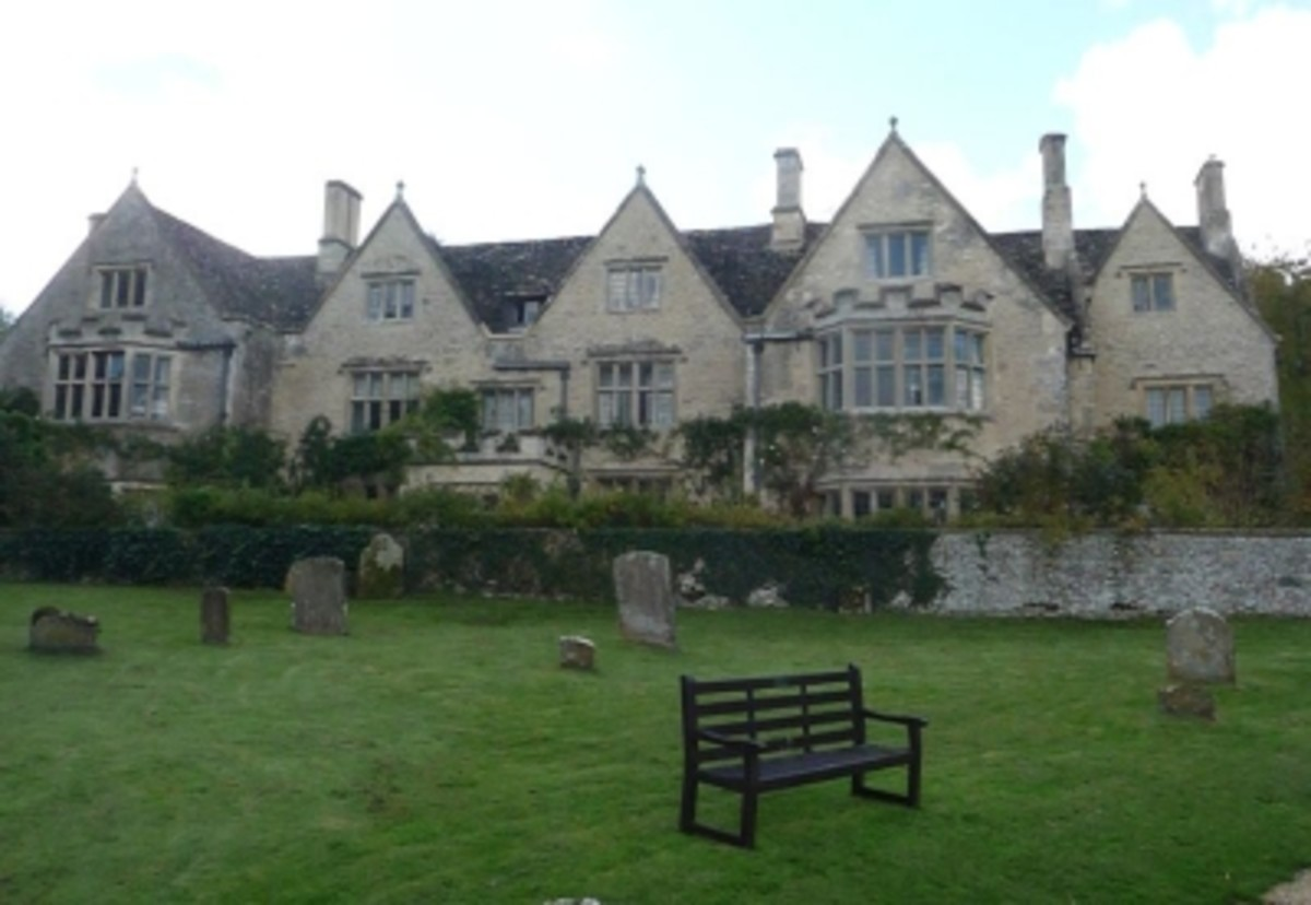 Asthall Manor Happy Home of the Young Mitfords