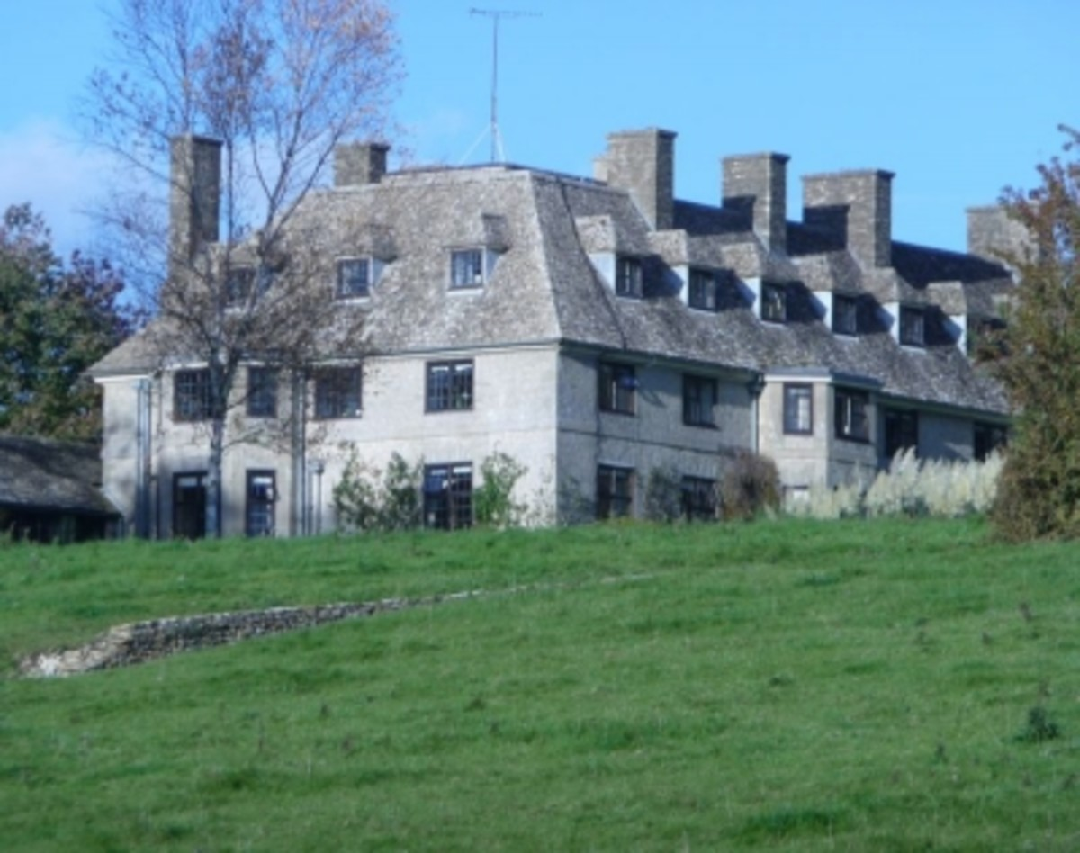 Isolated Swinbrook House hated by the Mitford Girls, Bleak House
