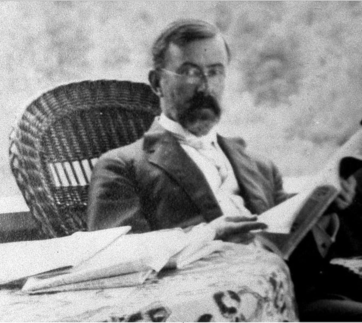 Circa 1909, photo of Charles Courtney Curran, taken by an unidentified photographer.