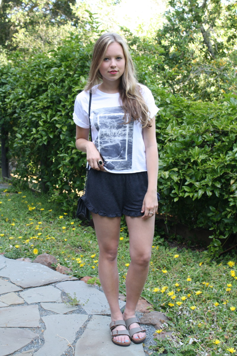 Wear your favorite band t-shirt and add shorts or a skirt with similar colors to create a casual look.