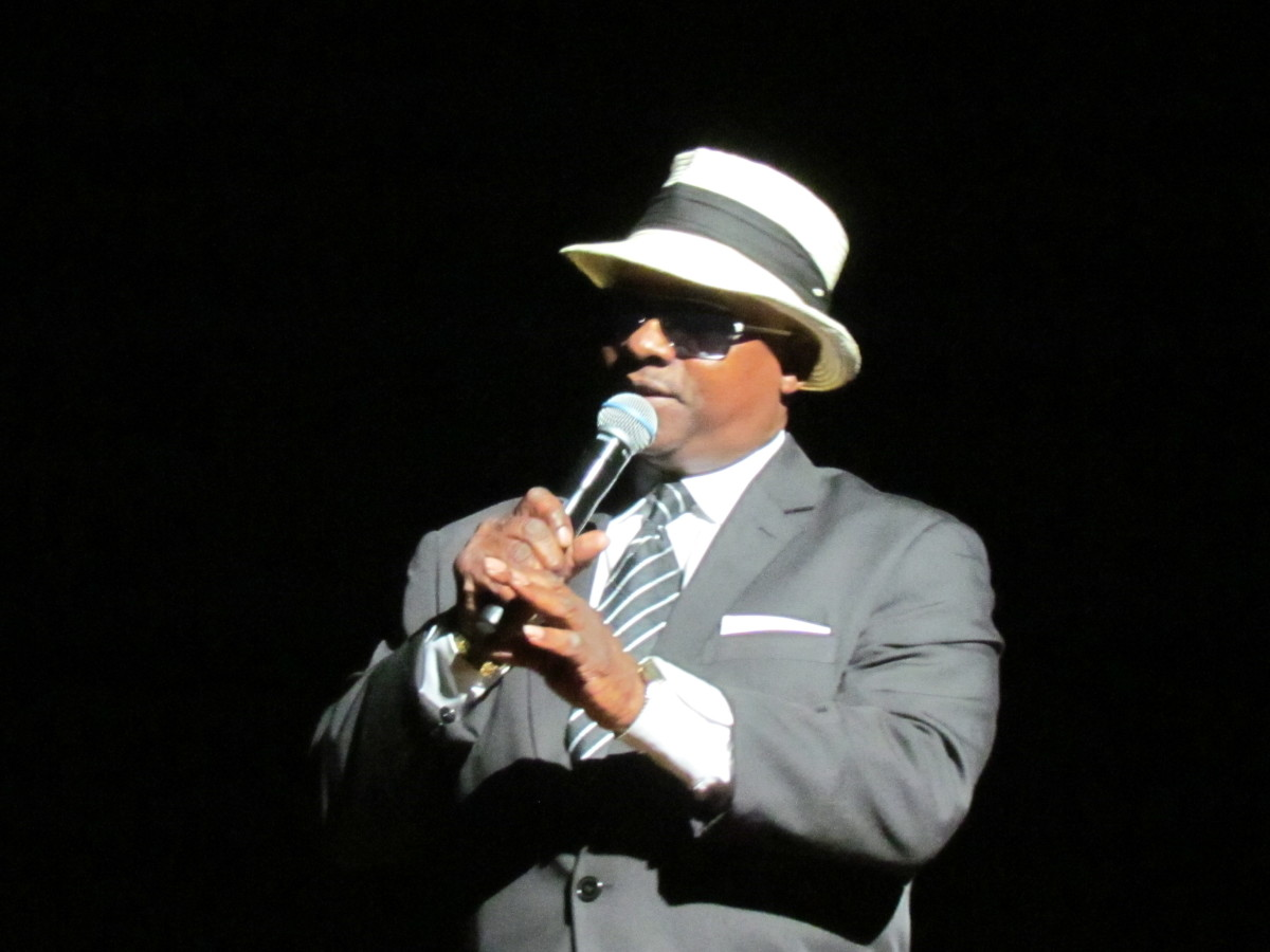 Ken Onasis, served as MC for the evening.
