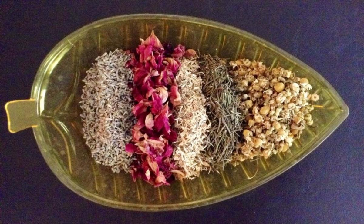 This bath blend contains rose petals, stinging nettles, lavender, chamomile and rosemary