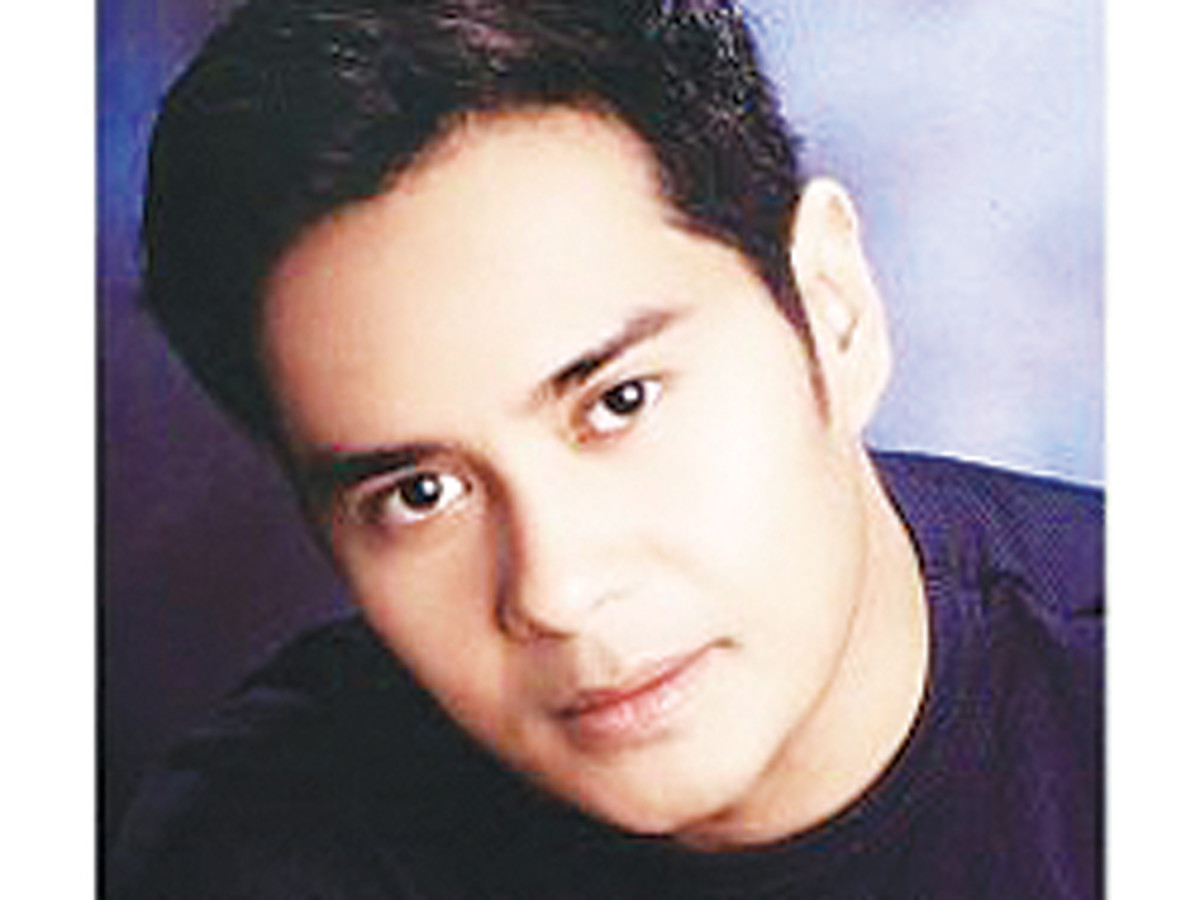 The actor, John Arcilla, playing Antonio Luna.