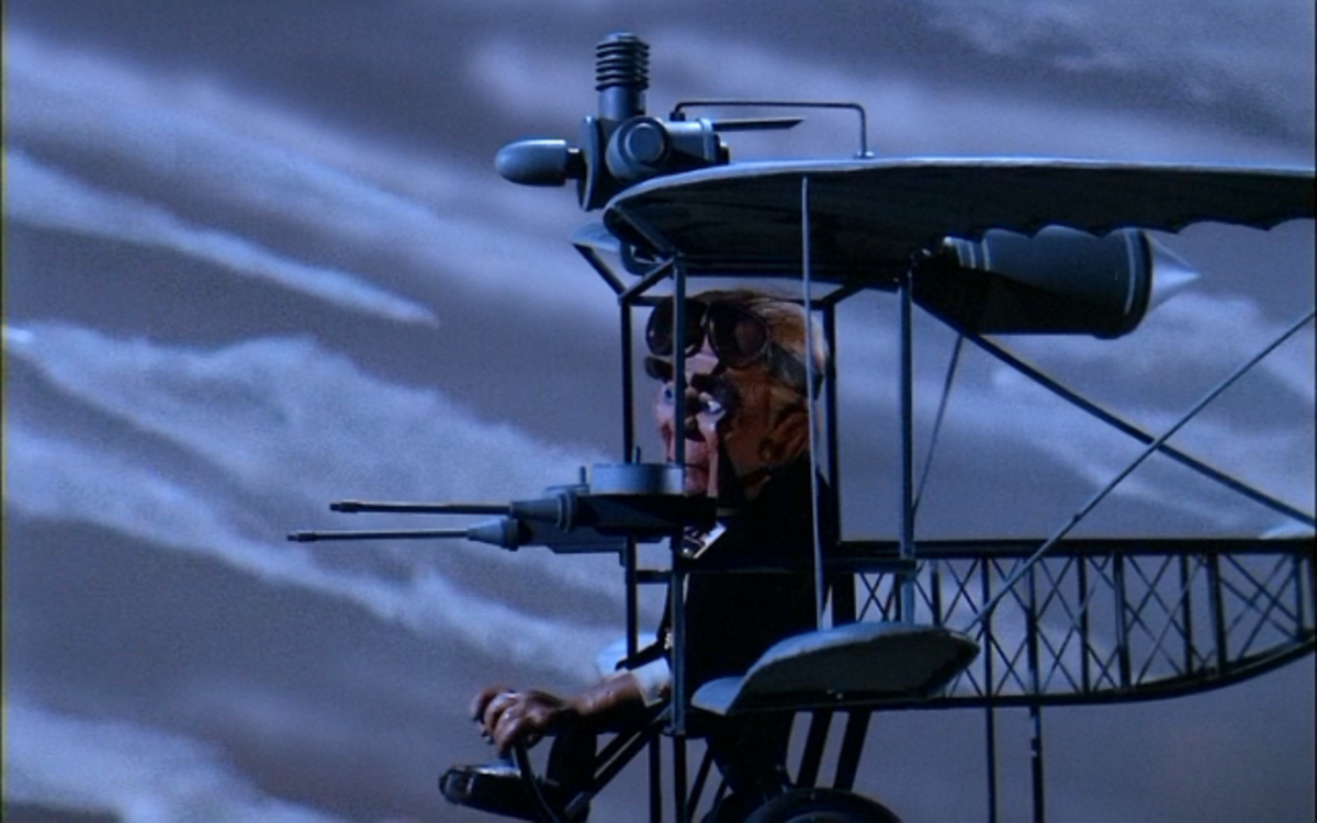 The plane fight at the end was not in the initial version of the film, being added later to pad out the length to 90 minutes.