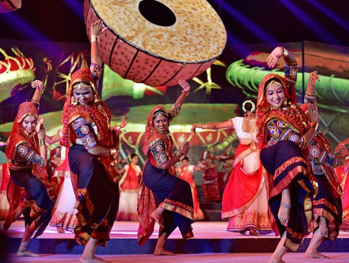 Dandiya Raas performance in traditional attires
