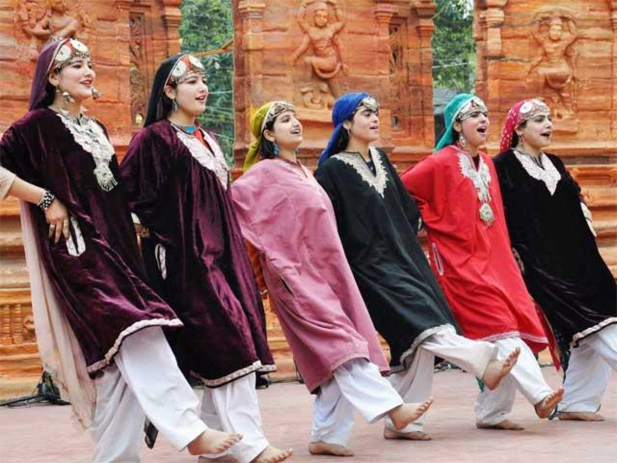 Kashmiri women performing Rouff