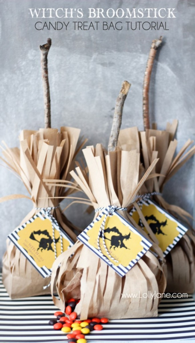 These witch broomstick bags are the perfect Halloween treat bag to hand out to trick or treaters who come knocking at your door.  They make a unique Halloween party favor bag too.