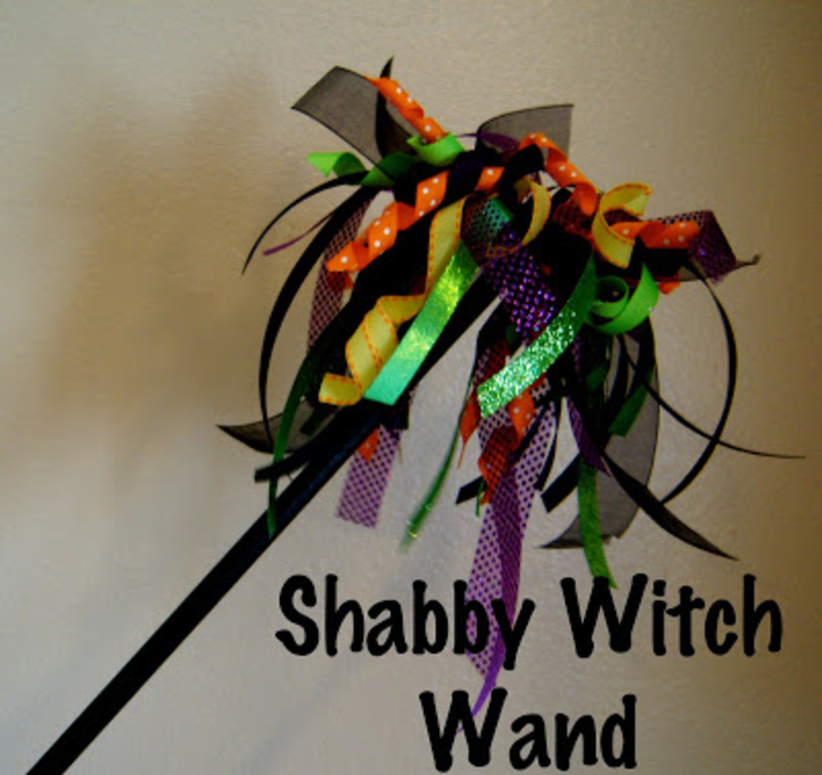 Make your own witch wand for Halloween with this easy to make craft tutorial   https://www.pinterest.com/pin/37717715607612778/